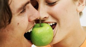 apple for kiss party