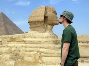 man kissing sphynx egypt photo manipulated